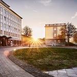HHL-Campus-Leipzig-Vorplatz-mit-Academic-House_2384x2229_acf_cropped-760x760-c-default